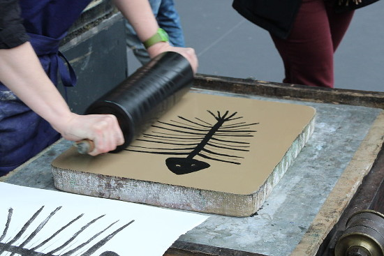 An artist rolls ink on a lithography stone. Photo by Lionel Allorge (via Wikimedia Commons)